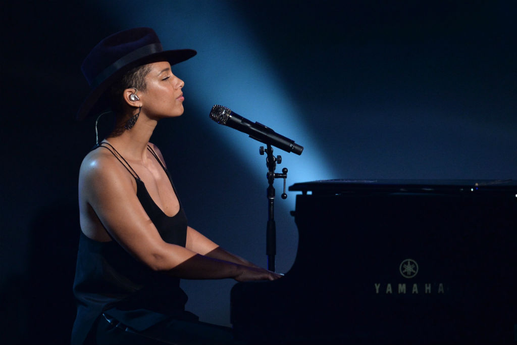 """Alicia Keys Performs Her New Single """"In Common"""" on SNL"""
