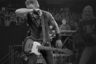 Watch Bruce Springsteen Dab, Whip & Nae Nae on Stage