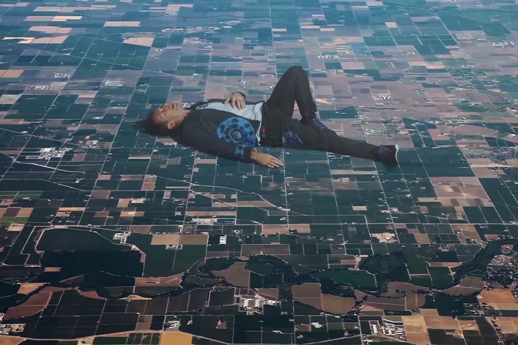 """Coldplay Unveil Larger-Than-Earth Video for """"Up&Up"""""""
