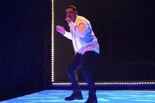 "Drake Performs ""One Dance"" on 'Saturday Night Live'"