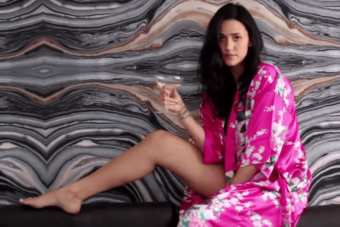 """Kat Dahlia Sets Thirst Traps in Latest Video """"Run It Up"""""""