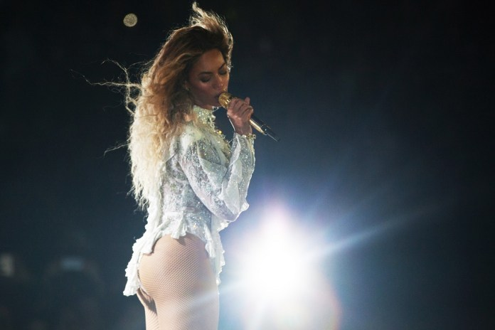 """Beyonce Delivers Powerful, """"Emotional"""" Speech at CFDA Awards"""