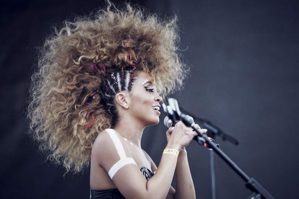 Lion Babe Enlist Raury, DJ Dahi & More for New 'Sun Joint' Mixtape