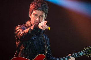 Noel Gallagher Thinks Liam Gallagher is Dissing Him to Stay Relevant