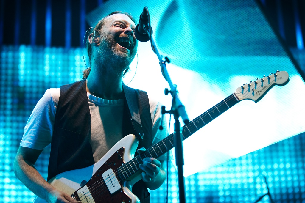 radiohead a moon shaped pool streaming event glass eyes video