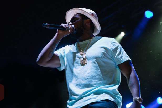 """ScHoolboy Q Performs Intense Rendition of """"THat Part"""" on Colbert"""