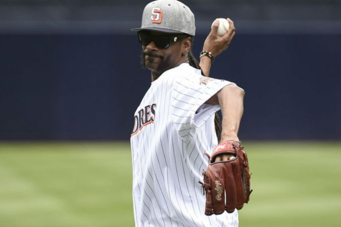 Snoop Dogg Throws First Pitch Before Braves-Padres Game