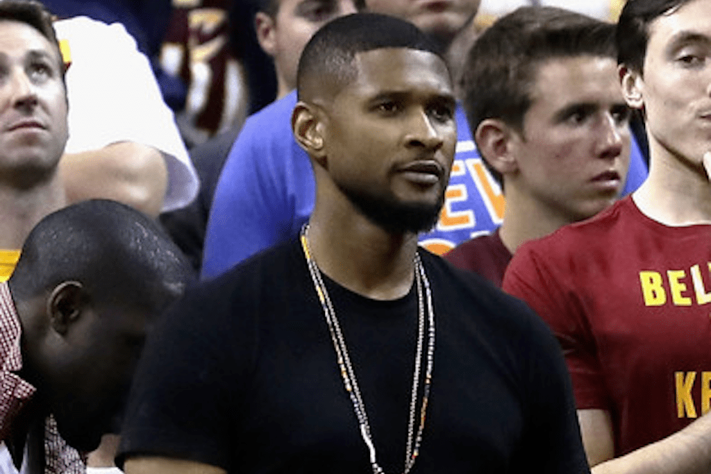 Usher Hangs out in Warriors Locker Room After Getting Curved by LeBron