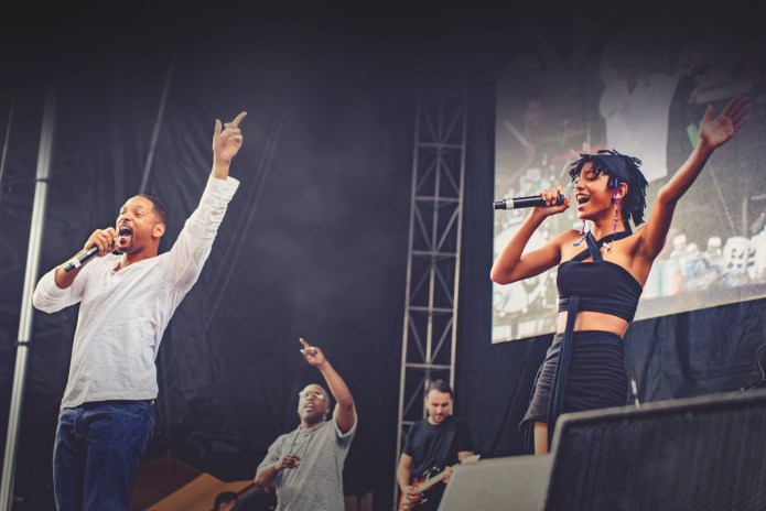 "Willow Smith Brings Out The Fresh Prince to Perform ""Summertime"""