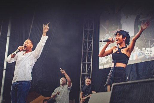 """Willow Smith Brings Out The Fresh Prince to Perform """"Summertime"""""""