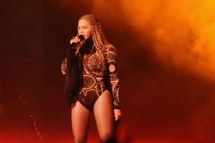 Beyoncé Shares Tribute to Police Killed in Dallas