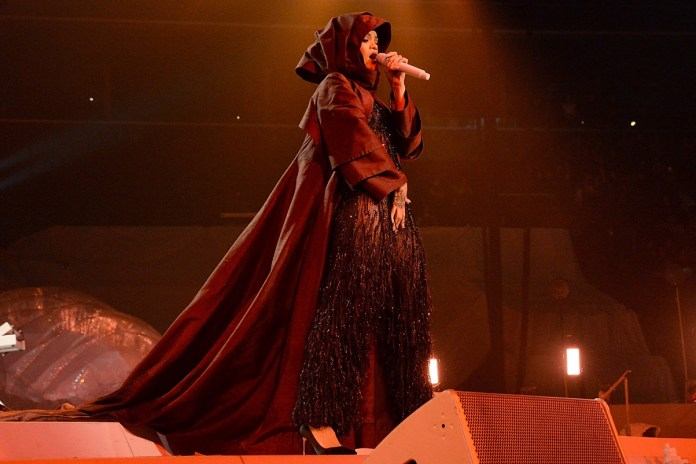 """Rihanna Tells Fans at Show in France: """"I Don't Want to See You Catching Any Pokémon up in This B*tch"""""""