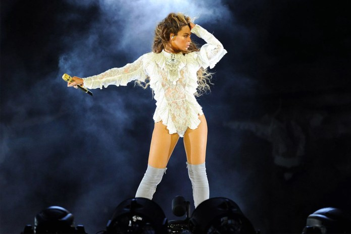 "Watch Beyoncé Pay Tribute to Shawty Lo With ""Dey Know"" Dance"