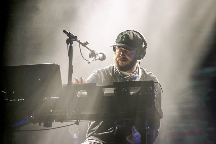 "Stream the New Bon Iver Track, ""8 (circle)"""