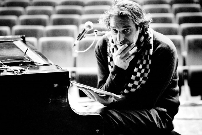 Chilly Gonzales Delivers a Masterful Breakdown of Drake's Sound