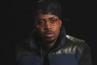 "Nas Unleashes New Single, ""War"" featuring Raye"