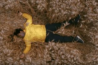 "Sampha Shares New Video for ""Blood On Me"""