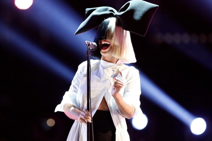 """Sia Performs """"Chandelier"""" and """"The Greatest"""""""