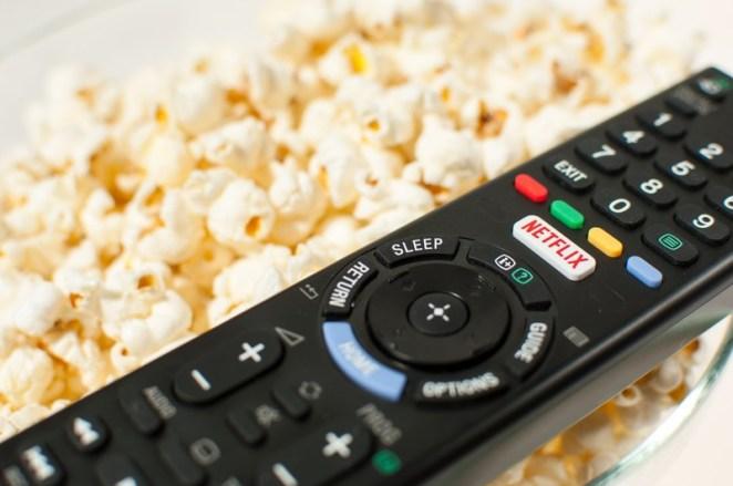 Arka arkaya dizi ya da film izlemek (binge watching) zararlı mı?