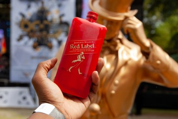 johnnie walker Johnnie Walker Setting Trends With They're New Pocket-Sized Scotch! JW Booth Fest 4708