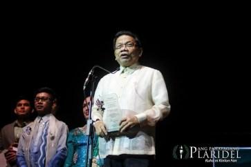 """GMA News Pillar and Imbestigador ng Bayan Mike Enriquez is the """"Pinakapasadong Lingkod-Bayan"""" at the 19th Gawad Pasado Awards.(Photo courtesy of Ang Pahayang Plaridel)"""