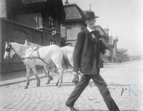 "George Hendrik Breitner, ""Horses and a passerby on Cruquiusweg"""