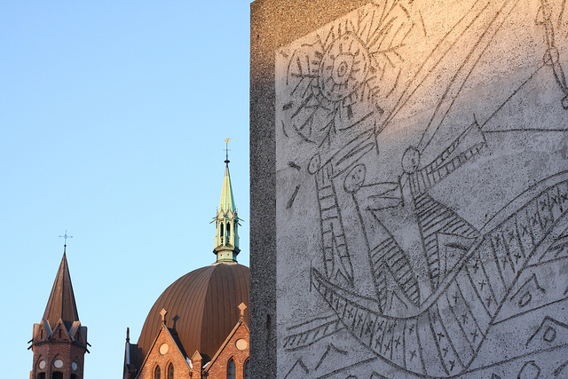 """Detail of """"The Fisherman"""" mural by Picasso and Carl Nesjar (photograph by Statsministerens kontor/Flickr user)"""