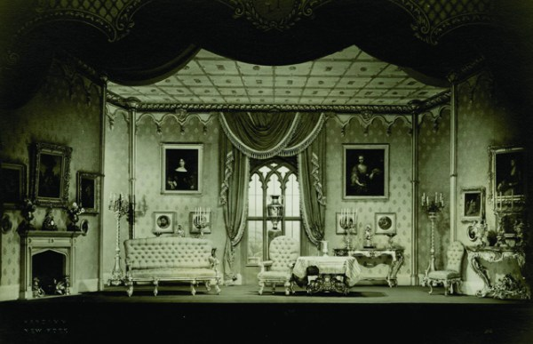 Stunning Photographs of Early 20th Century Theater in New York