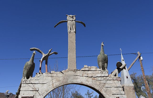 Bird sculptures at the Owl House (photograph by Kim Stevens, via Wikimedia)