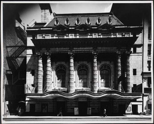 Edmund V. Gillon, [Lyceum Theater, 149-157 West 45th Street.] (1976–77), gelatin silver print, 8 x 10 in