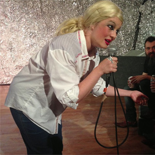 Ann Liv Young condescending to the audience at her July ?? performance at ?? (photo by the author for Hyperallergic)