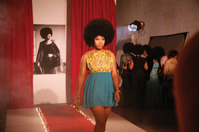 "Carrie Mae Weems, ""Afro-Chic"" (2010), digital color video with sound, 5 min, 30 sec (courtesy the artist and Jack Shainman Gallery, New York) (© Carrie Mae Weems)"