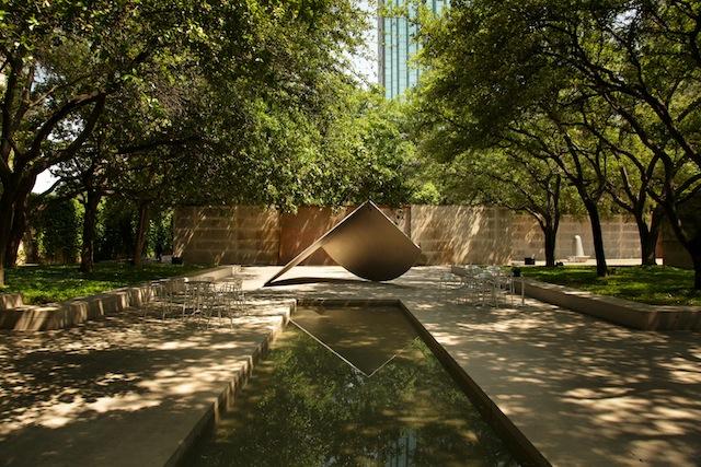 Dallas Museum of Art Dallas, TX Photograph © Alan Ward, 2013, courtesy The Cultural Landscape Foundation.