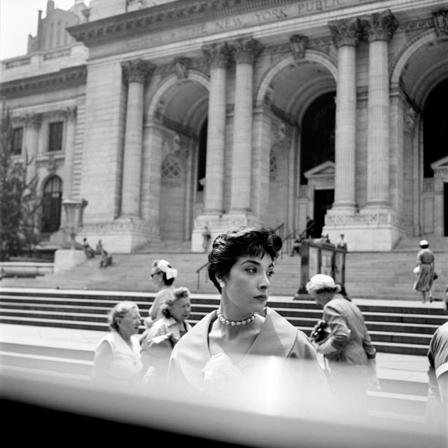 Woman at the NY Public Library, still from John Maloof and Charlie Siskel's 'Finding Vivian Maier' (photo by Vivian Maier) (courtesy the Maloof Collection)