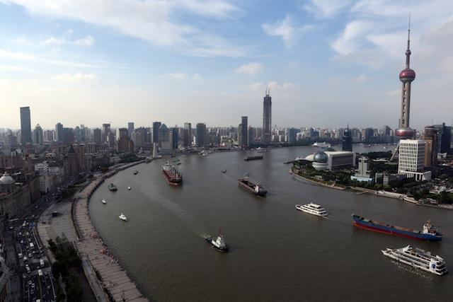 The Ninth Wave sailing along the Huangpu River, Shanghai, 2014 (Photo by Stephanie Lee, courtesy Cai Studio)