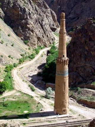 The minaret of Jam (image via Wikimedia)