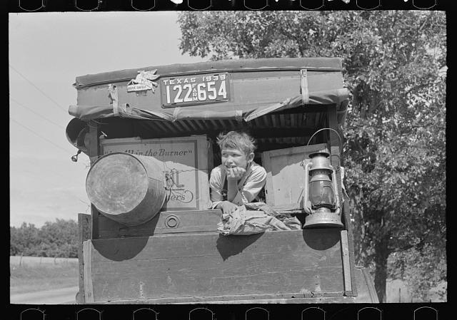Child in a migrant car heading east near Fort Gibson, Oklahoma, photograph by Russell Lee (June 1939) (via Photogrammar/Library of Congress)
