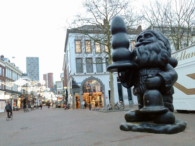 "Paul McCarthy's ""Buttplug Gnome"" in Rotterdam, 2012 (photo by Hrag Vartanian for Hyperallergic)"