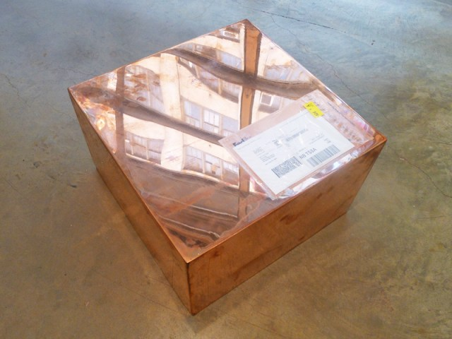 "Walead Beshty's ""20-inch Copper (FedEx® Medium Kraft Box ©2004 FEDEX 155143 REV), Standard Overnight, Los Angeles-New York trk#798399701913, May 15-16, 2012"" (2012) (photo by the author for Hyperallergic)"