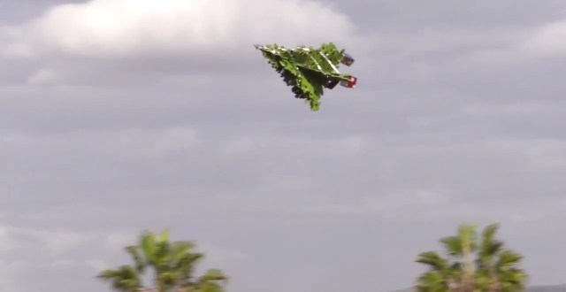 Otto Dieffenbach's flying Christmas tree (YouTube screenshot by the author)