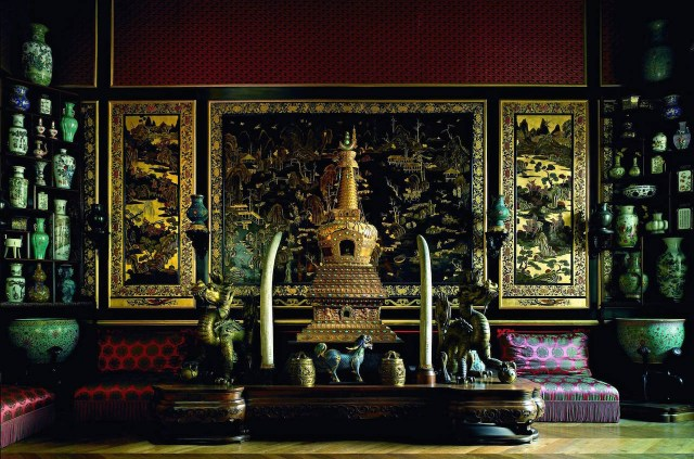 Objects that once belonged to Empress Eugenie, in the Chinese Museum at the Château de Fontainebleau (Photo © Château de Fontainebleau)
