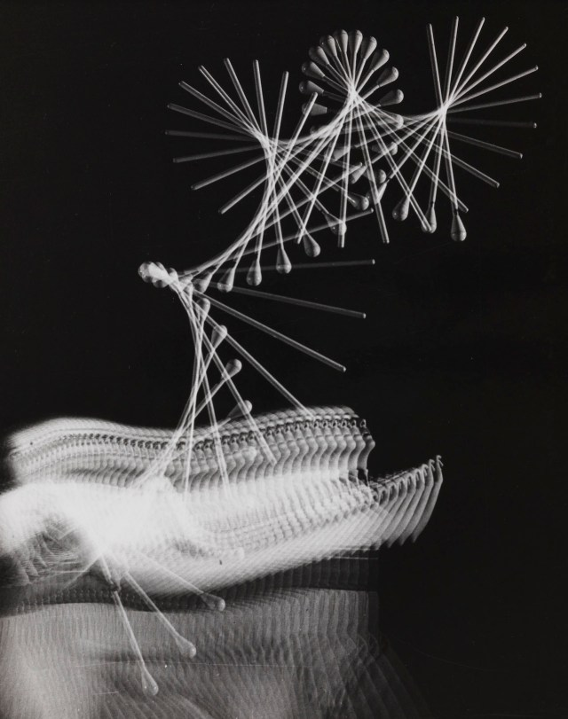 The Flight of a Baton, 60 Flashes per Second, 1953 - Black & White ©Harold Edgerton, MIT, 2015, courtesy of Palm Press, Inc.
