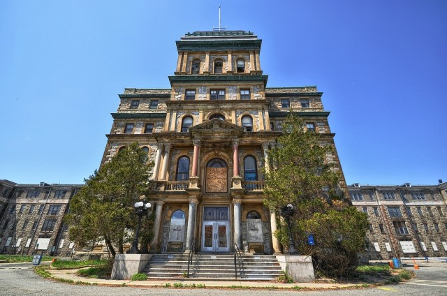 The Kirkbride building at Greystone (photo by Foresaken Fotos, via Flickr)
