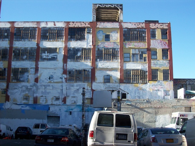 5Pointz the morning after it was whitewashed on November 19, 2013 (photo by Tiernan Morgan for Hyperallergic)