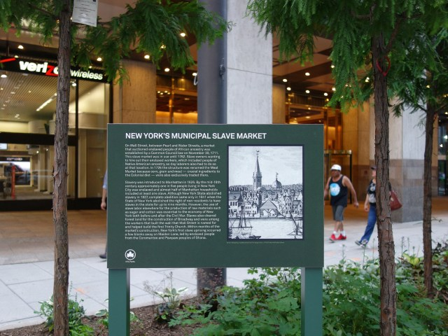 Plaque remembering the Wall Street Slave Market (all photos by the author for Hyperallergic unless noted)