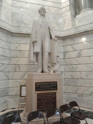 768px-Jefferson_Davis_by_Frederick_Cleveland_Hibbard_-_Kentucky_State_Capitol_-_DSC09226