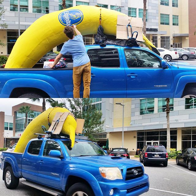 The artist SKIP strapping his banana sculpture to his truck shortly before it was stolen. (photo via @seeskip/Instagram)