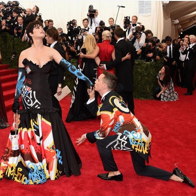 Katy Perry, in her allegedly Rime-inspired Moschino dress, with Jeremy Scott at the 2015 Met Gala (photo via @itsjeremyscott/Instagram)