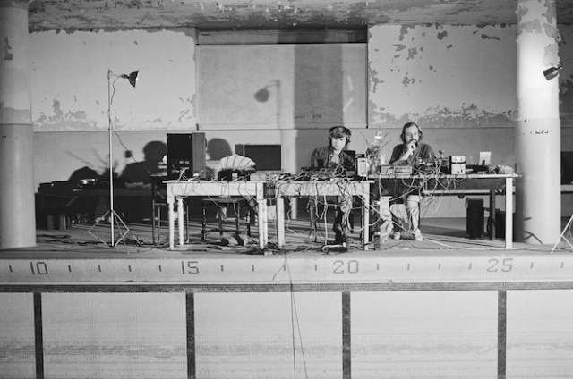 Bob-Bielecki-and-Bill-Viola-testing-systems-The-Talking-Drum-1982-Photo-Kira-Perov