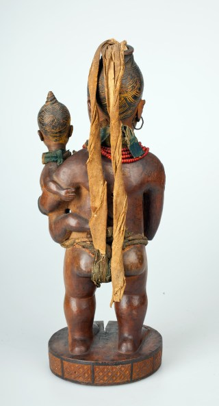Power Figure: Standing Female with Child (Wife of Mabyaala?) (Nkisi) Kongo peoples, Vili group, Loango coast, Cabinda, Angola (photo © National Museum of World Cultures, Leiden)